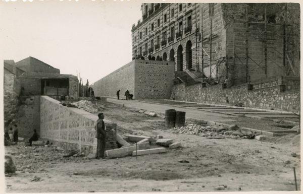 MMH-175-Urbanización de la cuesta de Capuchinos y Corralillo de San Miguel_ca 1955