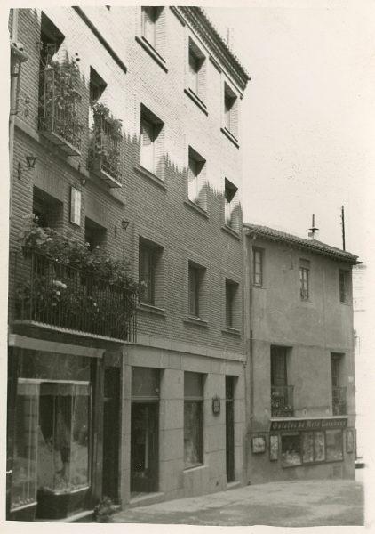 MMH-183-Bloque de viviendas en la calle Horno de los Bizcochos, ca 1965