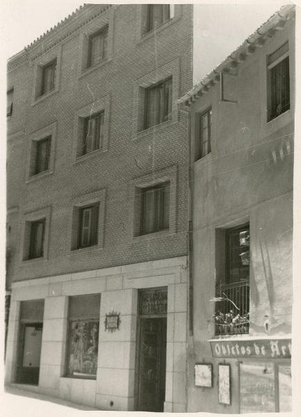 MMH-184-Bloque de viviendas en la calle Horno de los Bizcochos, ca 1965