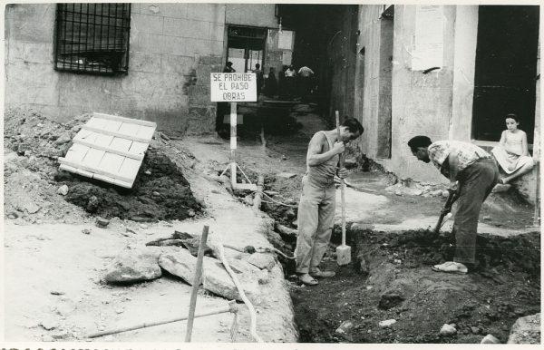 MMH-204-Obras de urbanización en la plaza de las Capuchinas_1959 - Fot Flores
