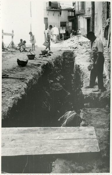 MMH-205-Obras de urbanización en la plaza de las Capuchinas_1959 - Fot Flores