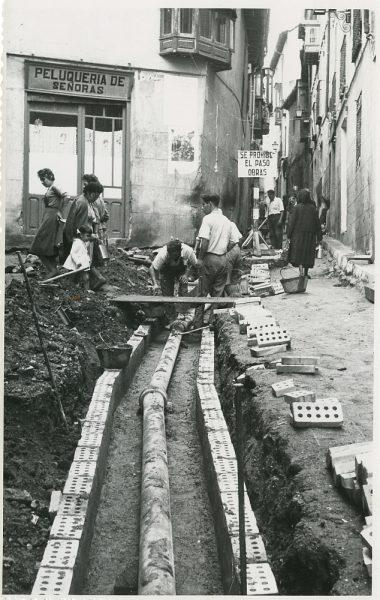 MMH-207-Obras de urbanización en la calle Tendillas_1959 - Fot Flores