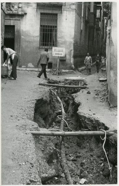 MMH-208-Obras de urbanización en la calle Tendillas_1959 - Fot Flores