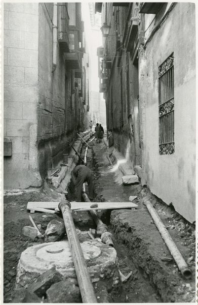 MMH-211-Obras de urbanización en la calle Tendillas_1959 - Fot Flores