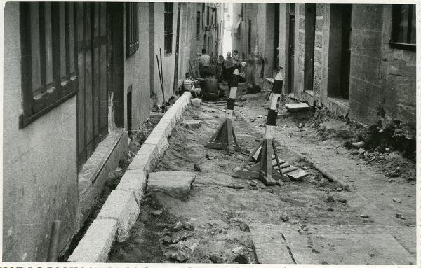 MMH-212-Obras de urbanización en la calle Tendillas_1959 - Fot Flores