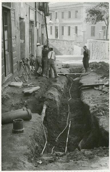 MMH-219-Obras de urbanización en la calle Tendillas_1959 - Fot Flores