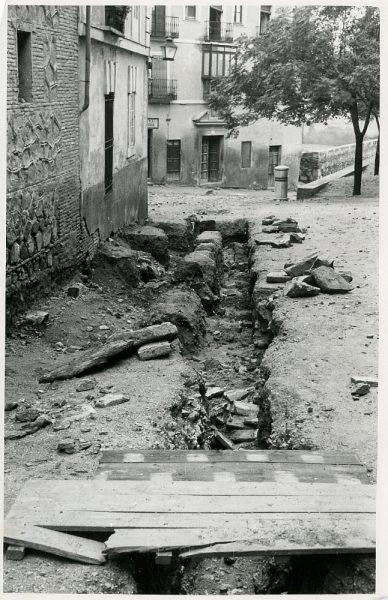 MMH-237-Obras de urbanización en la plaza de la Merced_1959 - Fot Flores