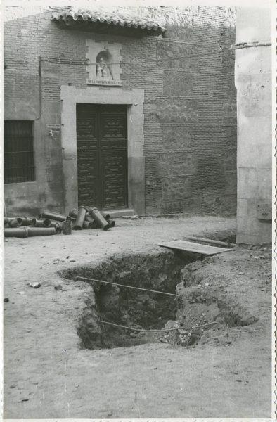 MMH-289-Obras de urbanización en la calle de Núñez de Arce_1960 - Fot Flores