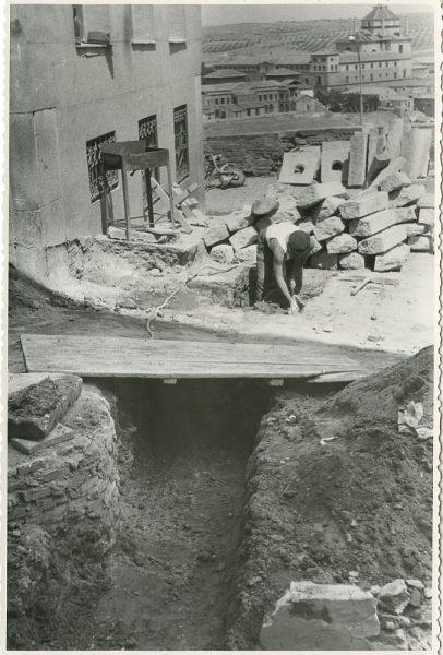 MMH-293-Obras de urbanización en la calle de Núñez de Arce_1960 - Fot Flores