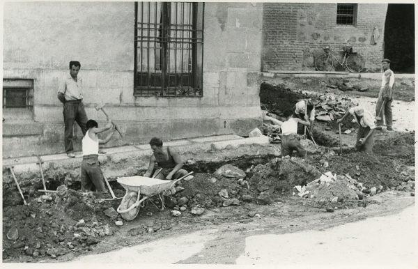 MMH-298-Obras de urbanización en la calle de Núñez de Arce_1960 - Fot Flores