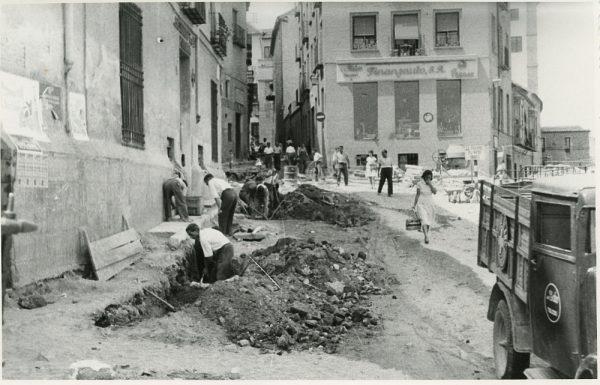 MMH-300-Obras de urbanización en la calle de Núñez de Arce_1960 - Fot Flores