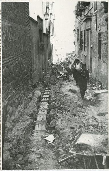 MMH-302-Obras de urbanización en la calle de Núñez de Arce_1960 - Fot Flores