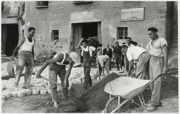 MMH-310-Obras de urbanización en la calle de Núñez de Arce_1960 - Fot Flores