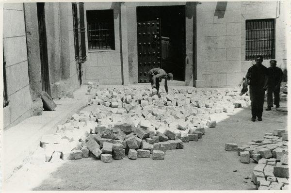 MMH-311-Obras de urbanización en la calle de Núñez de Arce_1960 - Fot Flores