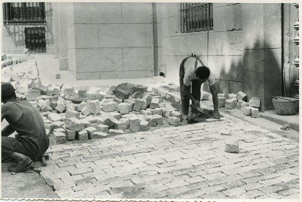 MMH-312-Obras de urbanización en la calle de Núñez de Arce_1960 - Fot Flores