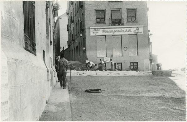 MMH-322-Obras de urbanización en la calle de Núñez de Arce_1960 - Fot Flores
