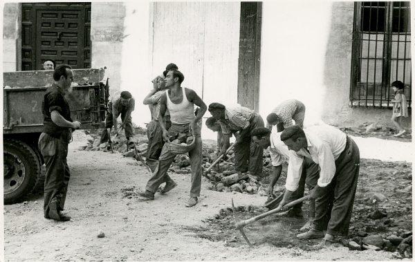 MMH-331-Obras de urbanización del callejón de San José_1960 - Fot Flores