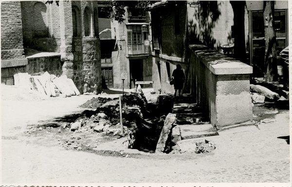 MMH-355-Obras de urbanización en la plaza de San Vicente_1960 - Fot Flores