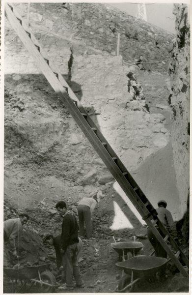 MMH-378-Obras de urbanización junto al tramo de murallas entre el paseo del Carmen y la bajada del Puente de Alcántara_1960 - Fot Flores