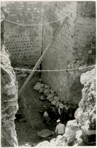 MMH-379-Obras de urbanización junto al tramo de murallas entre el paseo del Carmen y la bajada del Puente de Alcántara_1960 - Fot Flores