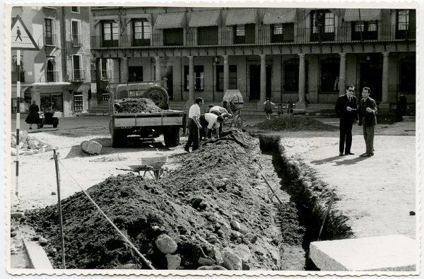 MMH-388-Obras de urbanización de la plaza de Zocodover_1961 - Fot Flores