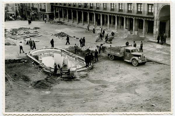 MMH-389-Obras de urbanización de la plaza de Zocodover_1961 - Fot Flores