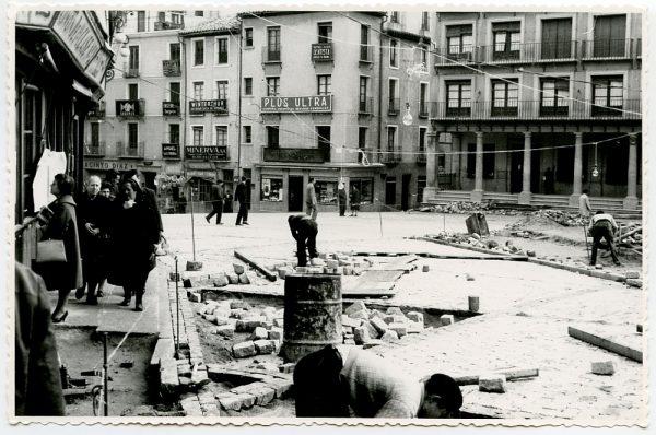 MMH-392-Obras de urbanización de la plaza de Zocodover_1961 - Fot Flores