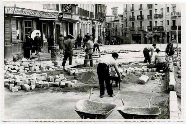 MMH-393-Obras de urbanización de la plaza de Zocodover_1961 - Fot Flores