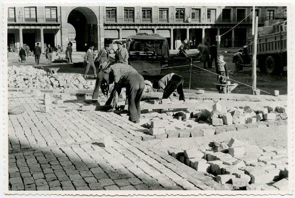 MMH-394-Obras de urbanización de la plaza de Zocodover_1961 - Fot Flores