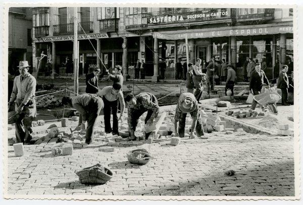 MMH-395-Obras de urbanización de la plaza de Zocodover_1961 - Fot Flores