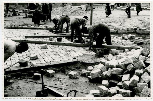 MMH-396-Obras de urbanización de la plaza de Zocodover_1961 - Fot Flores