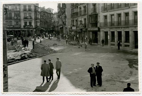 MMH-397-Obras de urbanización de la plaza de Zocodover_1961 - Fot Flores