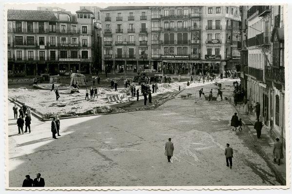 MMH-398-Obras de urbanización de la plaza de Zocodover_1961 - Fot Flores