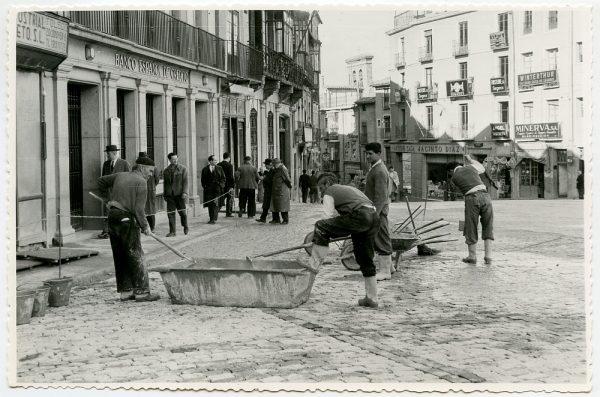 MMH-404-Obras de urbanización de la plaza de Zocodover_1961 - Fot Flores