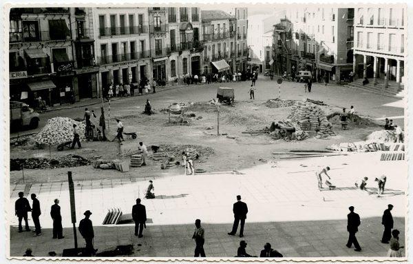MMH-412-Obras de urbanización de la plaza de Zocodover_1961 - Fot Flores