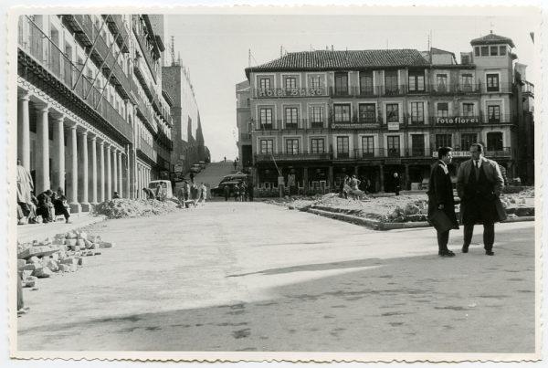 MMH-429-Obras de urbanización de la plaza de Zocodover_1961 - Fot Flores