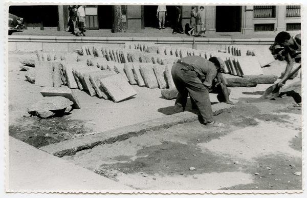 MMH-432-Obras de urbanización de la plaza de Zocodover_1961 - Fot Flores