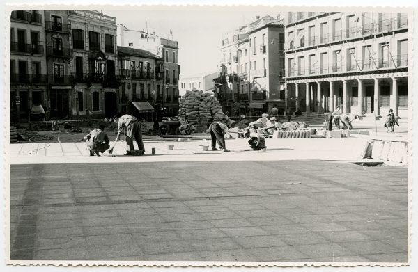 MMH-434-Obras de urbanización de la plaza de Zocodover_1961 - Fot Flores