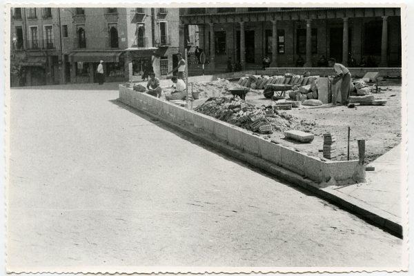 MMH-441-Obras de urbanización de la plaza de Zocodover_1961 - Fot Flores
