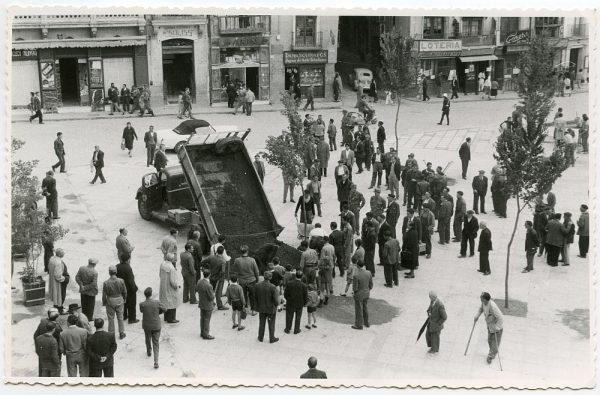 MMH-443-Obras de urbanización de la plaza de Zocodover_1961 - Fot Flores