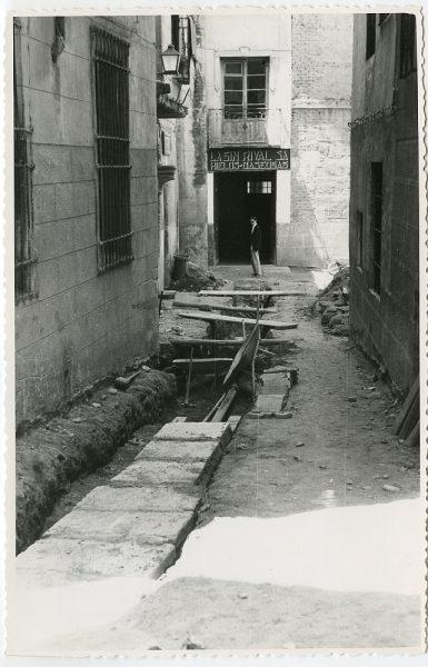 MMH-455-Obras de urbanización en la plaza de Montalbanes_1961 - Fot Flores