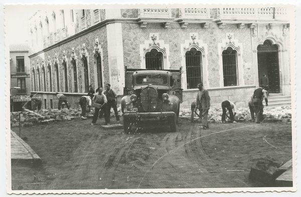 MMH-457-Obras de urbanización en la plaza de San Agustín_1961 - Fot Flores