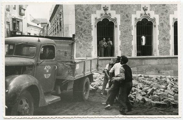 MMH-458-Obras de urbanización en la plaza de San Agustín_1961 - Fot Flores