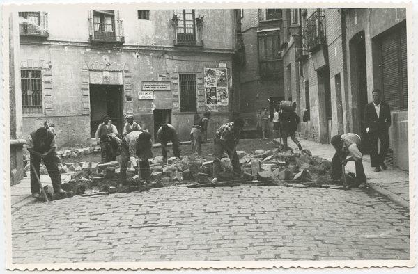 MMH-460-Obras de urbanización en la plaza de San Agustín_1961 - Fot Flores