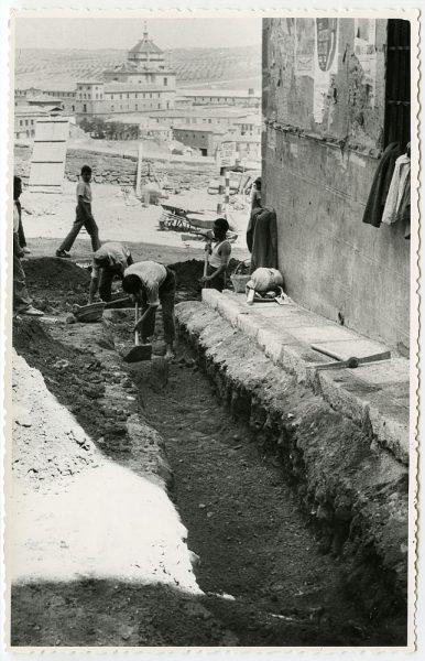 MMH-464-Obras de urbanización en la cuesta del Águila_1961 - Fot Flores
