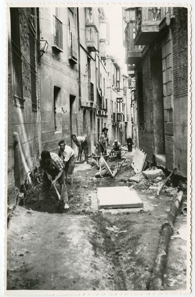 MMH-477-Obras de urbanización en la calle de Alfileritos_1961 - Fot Flores