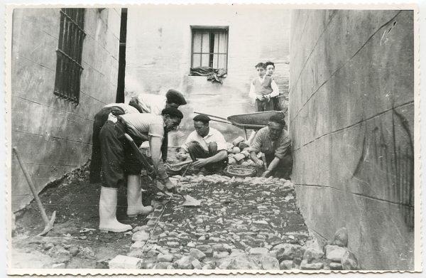 MMH-479-Obras de urbanización en la calle de Alfileritos_1961 - Fot Flores
