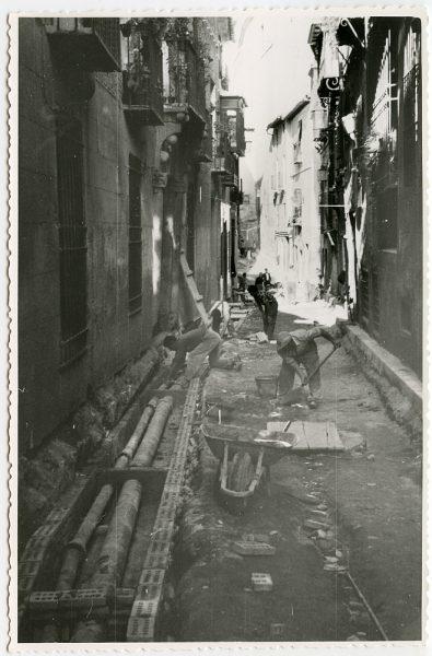 MMH-480-Obras de urbanización en la calle de Alfileritos_1961 - Fot Flores