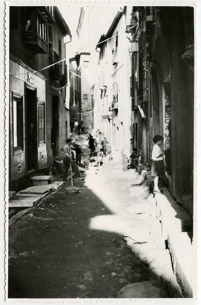 MMH-481-Obras de urbanización en la calle de Alfileritos_1961 - Fot Flores