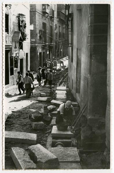 MMH-484-Obras de urbanización en la calle de Alfileritos_1961 - Fot Flores